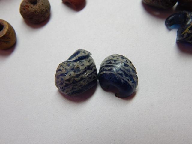Two matching bead fragments from Graves 11 and 14 at Tuna i Badelunda.