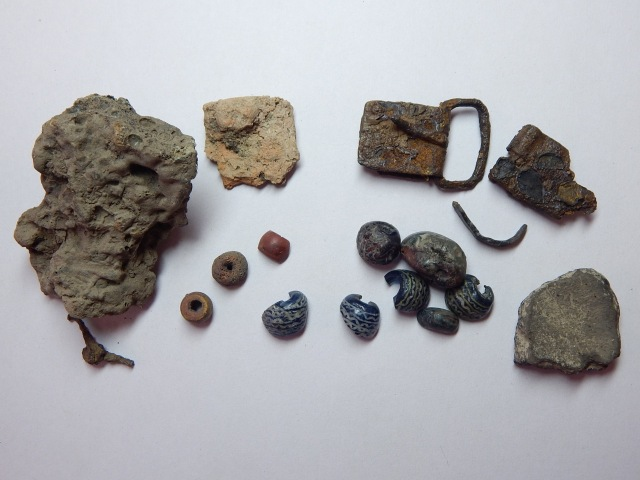 Artifacts from Graves 11 and 14 at Tuna i Badelunda.